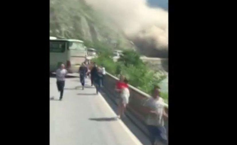 En un video se aprecia los momentos de terror que vivieron automovilistas y personas que se encontraban en la zona. (Reuters)