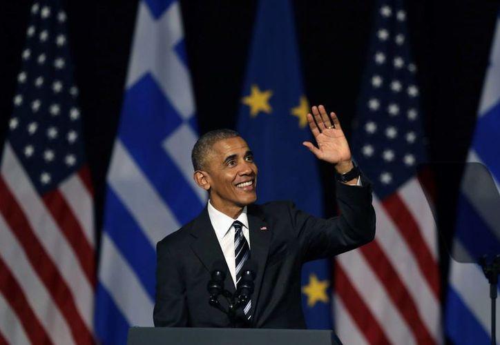 El programa de Obama a favor de los inmigrantes que llegaron a EU siendo niños los ayudó a tener un permiso de trabajo y la suspensión temporal de su deportación. (AP/Thanassis Stavrakis)