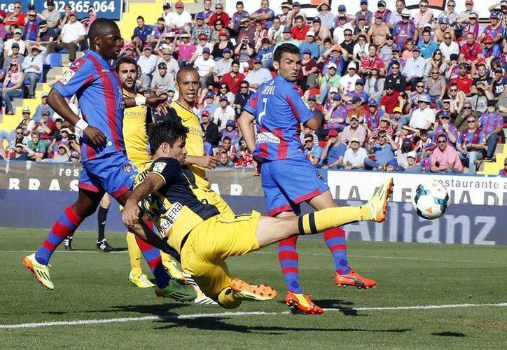 A pesar de perder 2-0 contra el Levante, Atlético de Madrid se mantiene en la cima de la tabla con 88 puntos. (AP)