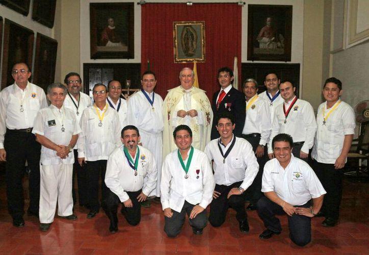 El Arzobispo de Yucatán ofició una misa en Catedral  por la nueva directiva. (Milenio Novedades)