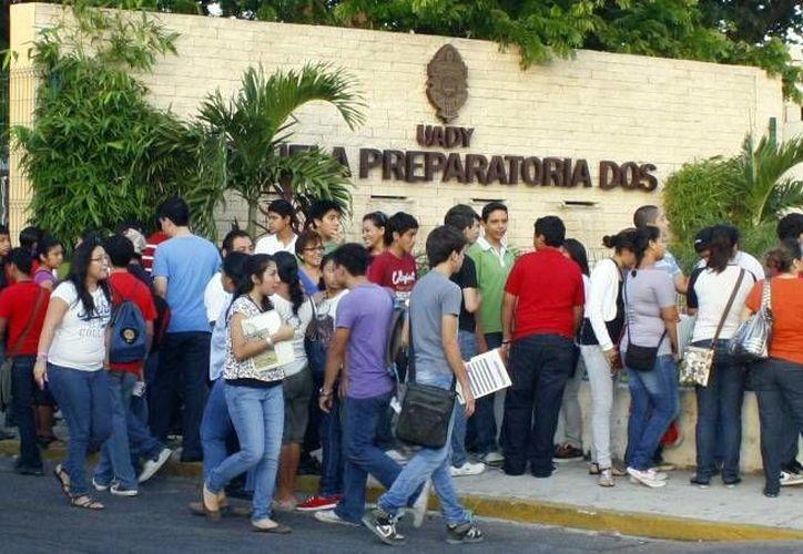 Las Preparatorias Uno y Dos, de la Uady, ocuparon el segundo y tercer lugar en Enlace, en Yucatán. (Milenio Novedades)