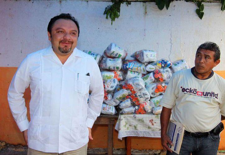 El diputado Francisco Torres Rivas ha tomado como suya la causa de los ex trabajadores de la Sidra Pino. (Cortesía)