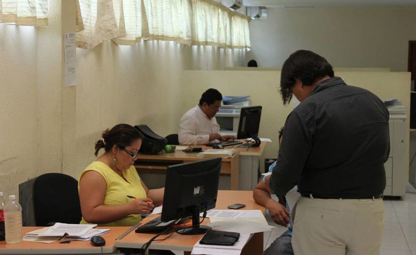 Además se implementó el uso restringido de material y equipo de las oficinas de las dependencias en beneficio de un candidato al cargo de elección popular. (Harold Alcocer/SIPSE)