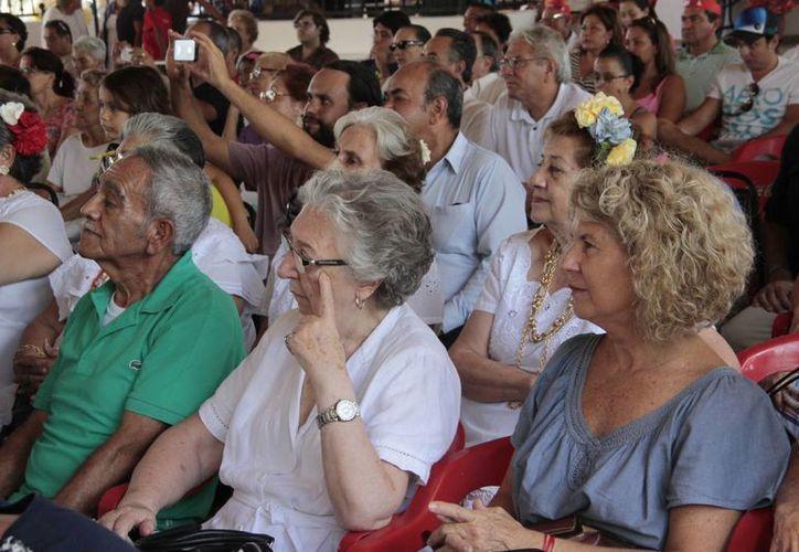 Familiares y amigos de los miembros del club asistieron al festival de aniversario. (Tomás Álvarez/SIPSE)