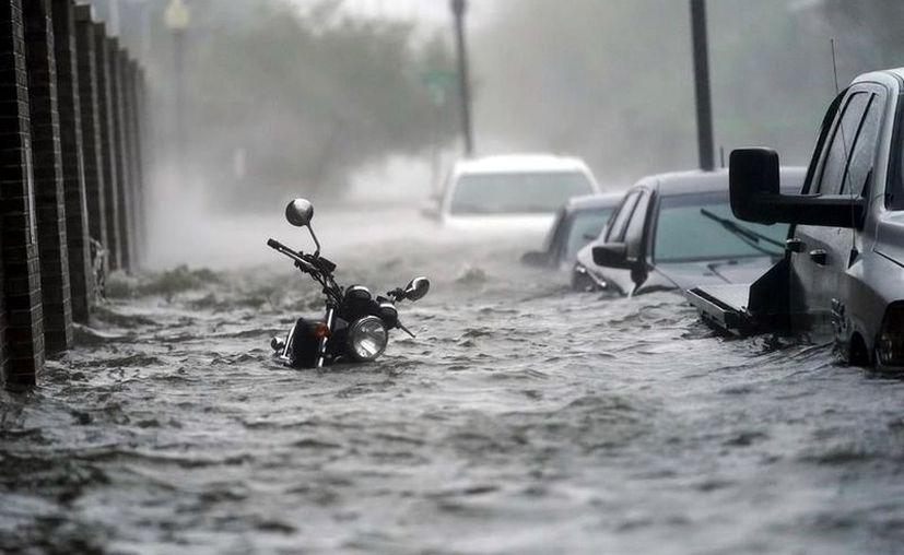 El jefe policial Morgan calculó que miles de personas más deberán huir de las aguas crecidas en los próximos días. (Foto: Reforma).