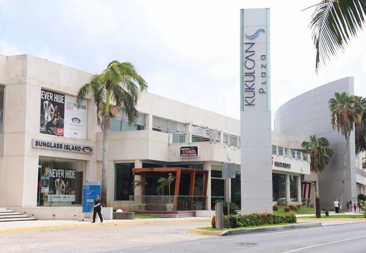 La exposición será del 30 de abril al 7 de mayo en la estancia central de Plaza Kukulcán. (Consuelo Javier/SIPSE)