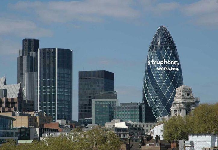 Detrás de los sicarios económicos están los círculos financieros internacionales, con sede en Londres. (muststopthis.blogspot.com)