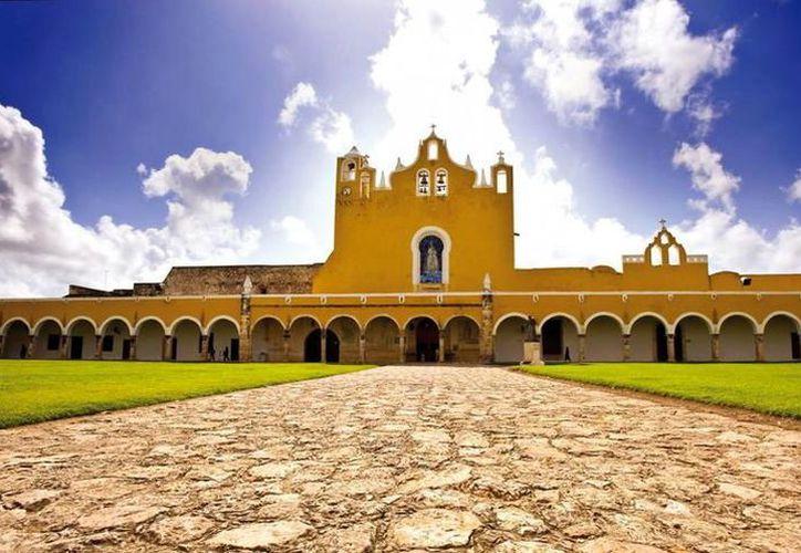 La misa se realizará a las 9:00 horas en el ex convento franciscano de Izamal. (Foto: Milenio Novedades)