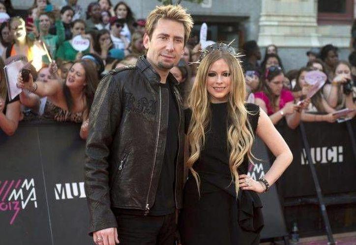 La cantante Avril Lavigne anunció su separación del roquero Char Kroeger en su cuenta de Instagram. En el mensaje Lavigne agradeció a sus familiares y amigos por el apoyo recibido, y comentó que la pareja aún sigue conservando la amistad. (Archivo AP)