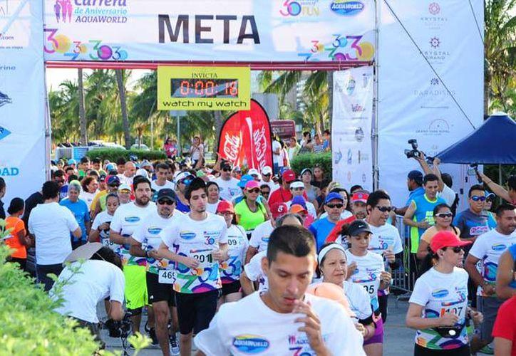 Se lleva a cabo la 3° Carrera Aquaworld 2018 en Zona Hotelera de Cancún, Quintana Roo. (Aquaworld)