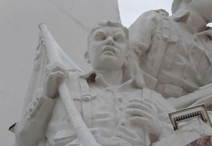 El monumento presenta grietas y fallas en su estructura básica, que podrían ser fatales en caso de un huracán. (Joel Zamora/SIPSE)