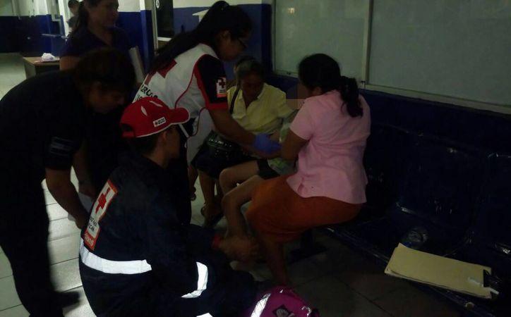 Paramédicos atendieron a la menor en las instalaciones de Seguridad Pública. (Redacción)