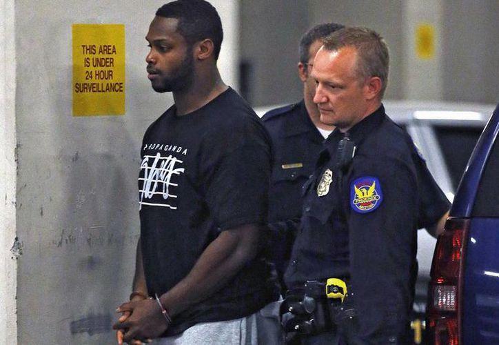 Jonathan Dwyer amenazó a su esposa con suicidarse frente al hijo de ambos si lo denunciaba a la Policía. (AP)