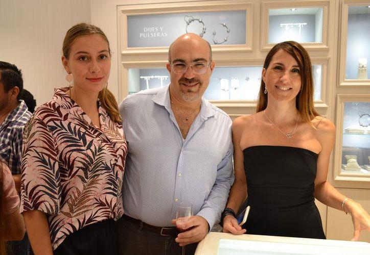 Al evento inaugural asistieron un gran cantidad de seguidores de la marca para conocer la tienda y los nuevos productos. (Redacción/SIPSE)