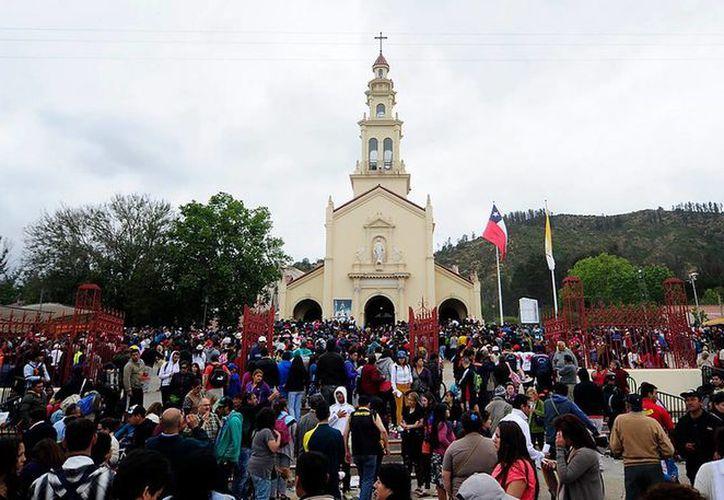 Miles de personas llegan esta temporada a rendir pleitesía a la Virgen de Lo Vázquez, a unos 84 kilómetros de Santiago de Chile. (24horas.cl)