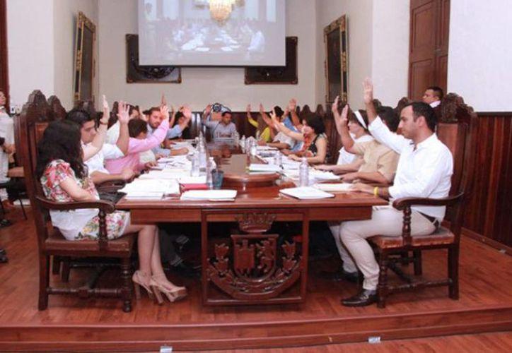 Se acordó la creación e integración del consejo para la realización de la elección de Comisarios del Ayuntamiento del Municipio de Mérida. Imagen una Sesión ordinaria de cabildo. (merida.gob.mx)
