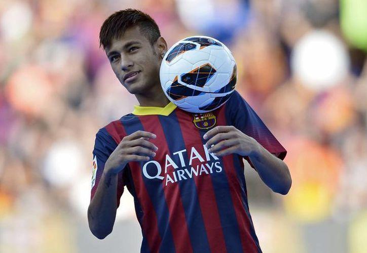 Neymar deleitó a la afición con 56 toques de balón. (Agencias)