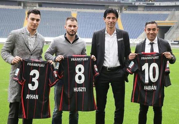 Marco Fabián fue presentado oficialmente por el Eintracht Frankfurt. El mediocampista mexicano usará la camiseta número 10 de la escuadra 'Die Adler'. (EFE)