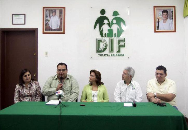 Los cómicos y personal del DIF ofrecieron una rueda de prensa. (Milenio Novedades)