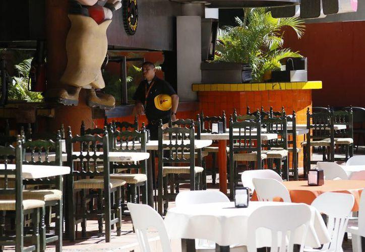 El sector restaurantero ha perdido alrededor del 10% de los clientes año con año. (Israel Leal/SIPSE)