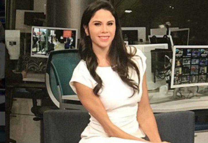 Paola Rojas también sabe divertirse durante las coberturas. (Internet)
