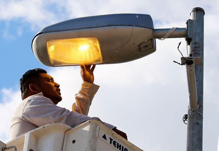 Llevan más de tres mil 800 luminarias y mil circuitos reparados hasta el momento. (Cortesía)
