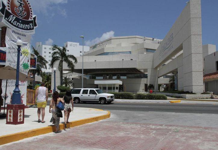 La renovación total del Cancún Center concluirá en el verano del próximo año. (Tomás Álvarez/SIPSE)