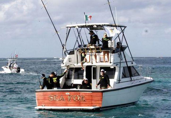 Todos los días la capitanía del puerto lleva a cabo la revisión de las embarcaciones. (Sergio Orozco/SIPSE)