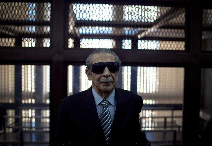 El exgeneral José Efraín Ríos Montt deberá enfrentar nuevamente un juicio por genocidio, delito por el que ya había recibido una condena de 80 años de prisión, pero que después fue anulada. La fotografía es de archivo. (Efe).