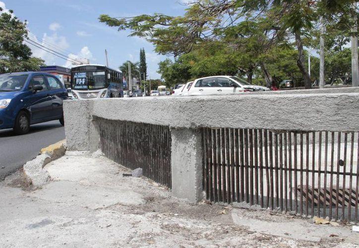 Las autoridades a la ciudadanía a no tirar basura en las calles para no colapsar los pozos. (Tomás Álvarez/SIPSE)
