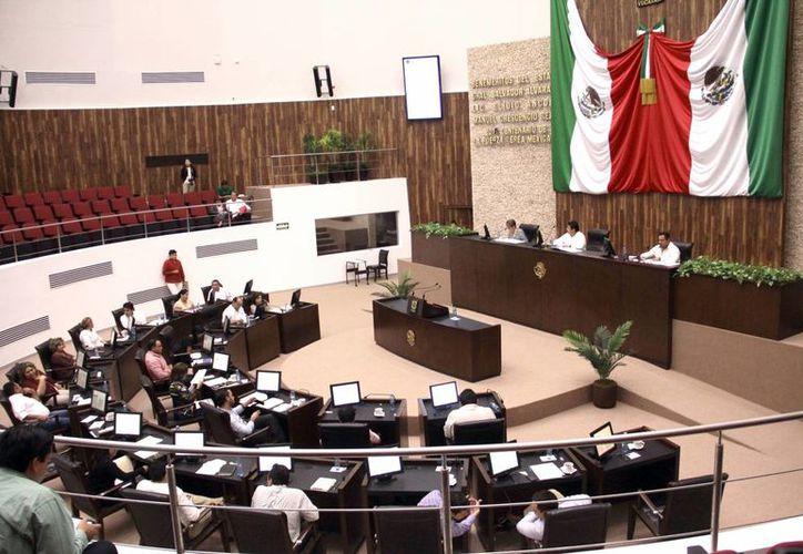 El Congreso del Estado de Yucatán aprobó este viernes los últimos ocho dictámenes del Paquete Fiscal de Yucatán para 2016 estimado en 36 mil 939 millones 345 mil 402 pesos. (SIPSE)