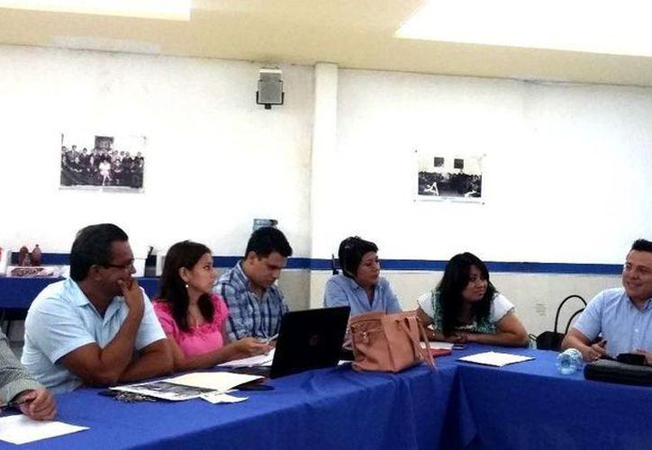 Los panistas que conformarán el Cabildo se dijeron abiertos al diálogo con los otros partidos. El panista Mauricio Díaz Montalvo ofreció diálogo a los cinco regidores de la planilla común. (Milenio Novedades)