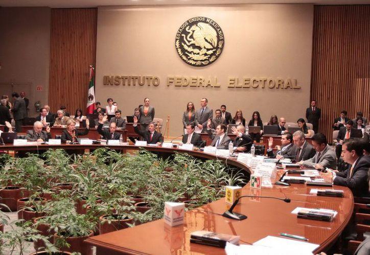 el IFE acordó también la distribución de los tiempos oficiales de radio y televisión para el resto de las entidades del país. (Notimex)