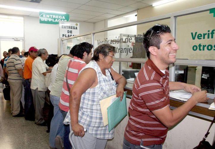 Se espera que este martes haya aglomeraciones en los módulos de pago. (Archivo/SIPSE.)