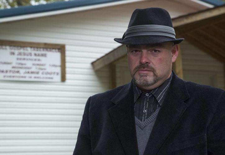 """Jamie Coots, pastor de Kentucky que manipulaba serpientes en sus sermones, apareció en el reality show """"Snake Salvation"""" de National Geographic. (Agencias)"""