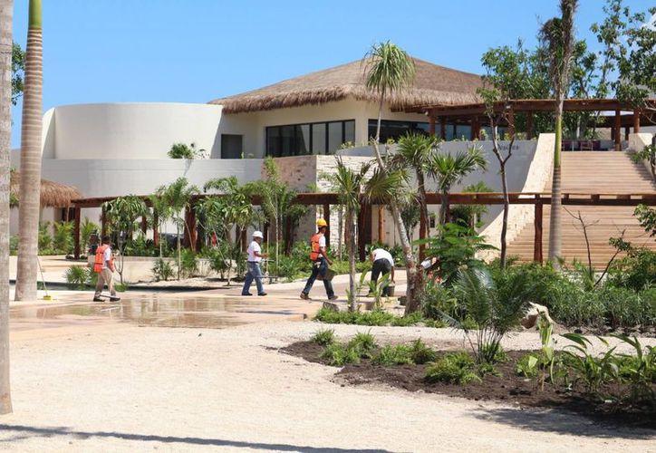 En Solidaridad el 78% de la Población Económica Activa trabaja en turismo. (Adrián Barreto/SIPSE)
