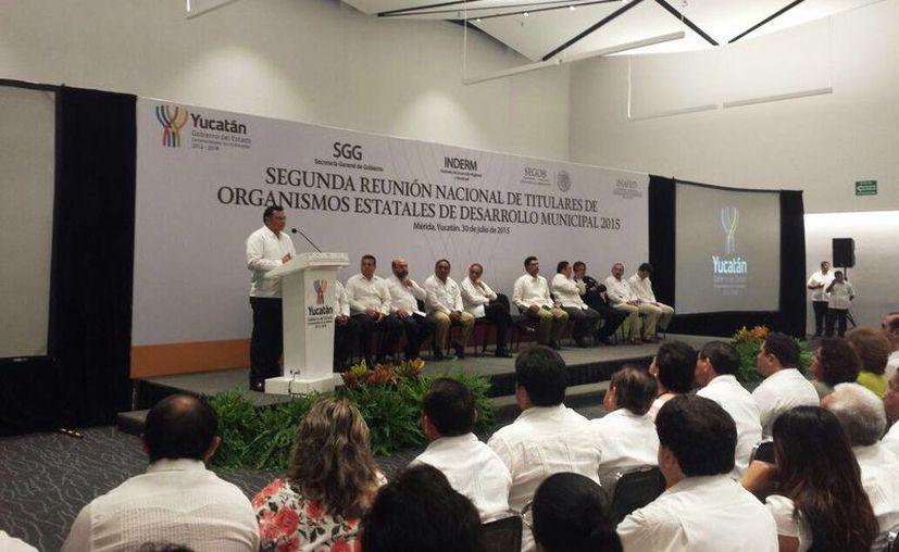 Imagen de la inauguración de la Segunda reunión nacional de titulares de organismos estatales de desarrollo municipal 2015 en el Centro de Convenciones Yucatán Siglo XXI. (Candelario Robles/SIPSE)