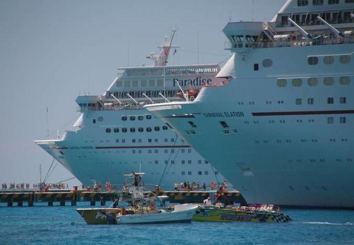 Para el jueves 2 de abril se espera el atraque simultáneo de ocho hoteles flotantes en Quintana Roo. (Sipse)
