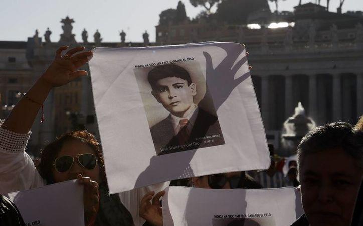 José Sánchez del Río se convirtió este domingo en uno más de los santos mexicanos. Fue canonizado por el papa Francisco. (AP/Gregorio Borgia)