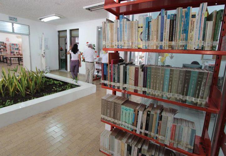 La biblioteca pública de Cozumel abrió sus puertas en el año de 1976. (Gustavo Villegas/SIPSE)