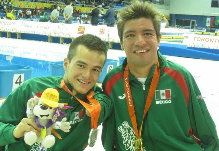 Juan Ignacio Reyes y Gustavo Sánchez, nadadores mexicanos, se llevaron oro y plata en los Juegos Parapanamericanos Toronto 2015. (Notimex)