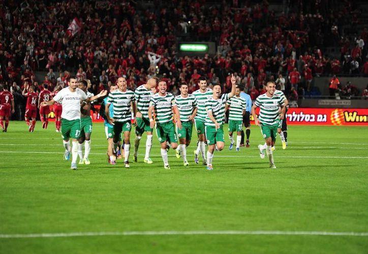 La UEFA prohibió partidos de la Champions y la Europa League en Israel por el conflicto en Gaza. En la imagen, el plantel del Maccabi Haifa. (footballisrael.com)