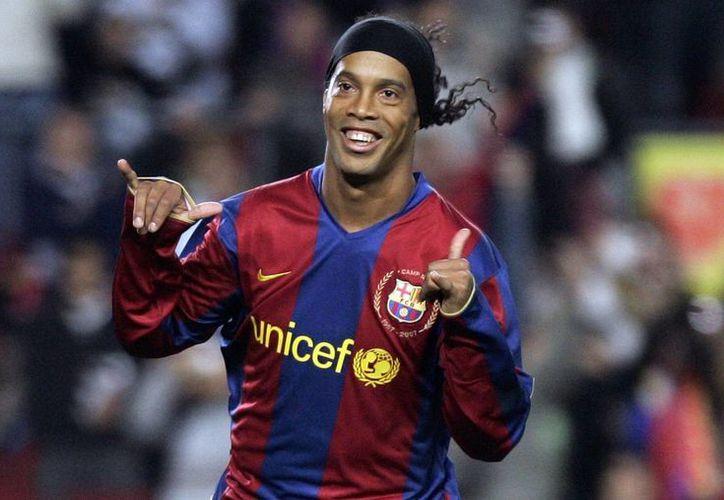 El brasileño Ronaldinho representará al Barza en los diferentes actos internacionales y nacionales en la próxima década.(Manu Fernández/AP)