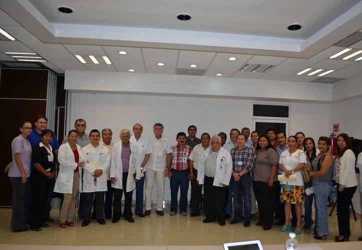 Este curso contó con la participación de personal de la SESA, IMSS, ISSSTE, CROC y Asociaciones de VIH. (Redacción/SIPSE)