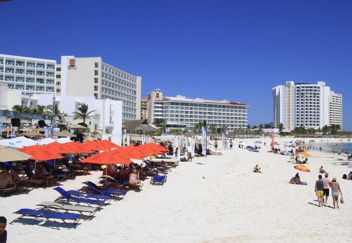 Reconocen la actividad turística de Cancún. (Tomás Álvarez/SIPSE)