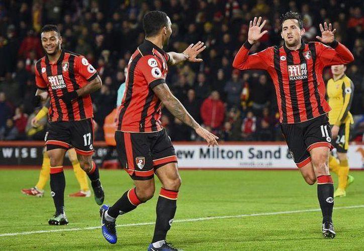 Giroud salvó este martes al Arsenal al anotar el empate al minuto 90 ante el Bournemouth (foto), que ganaba 3-0. (Foto de rex features)