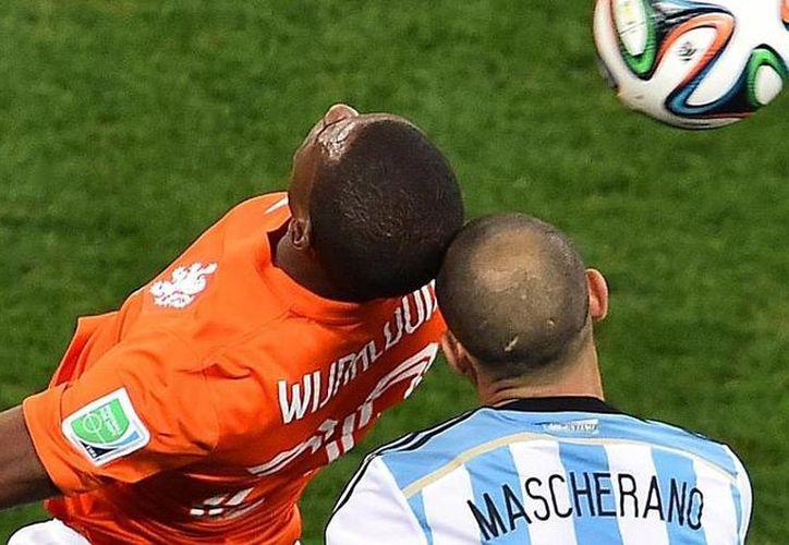 Los choques de cabeza serán tratados con mayor cuidado a partir de la próxima temporada en todo el mundo. (marca.com/Foto de contexto)