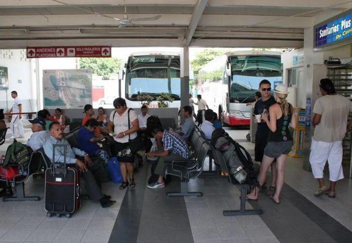Se incrementaron las corridas de autobuses entre la terminal de Cancún. (Redacción/SIPSE)