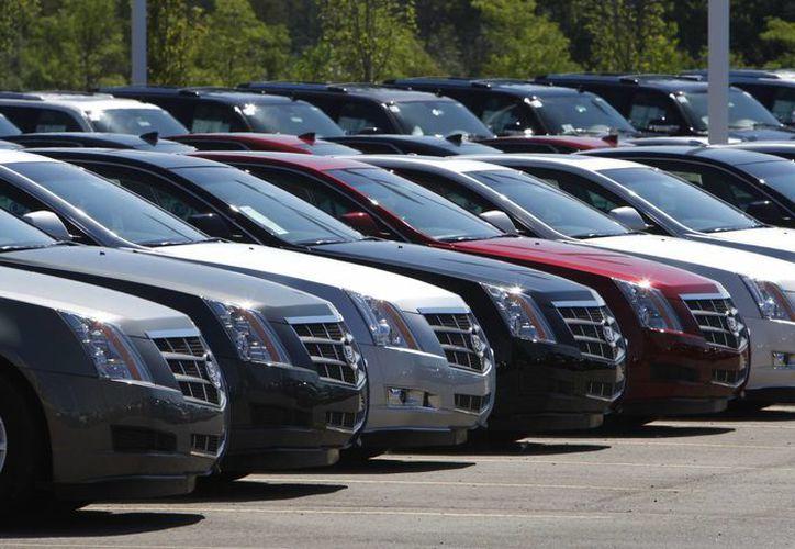 Cadillac CTS exhibidos afuera de LaFountaine Cadillac en Highland Township, Michigan, el 14 de julio de 2010. Hay siete modelos afectados de la GM, entre ellos el Chevrolet Malibu de 1997 a 2005, el Pontiac Grand Prix de 2004 a 2008, y el Cadillac CTS 2003-2014. (Foto AP/Carlos Osorio, Archivo)