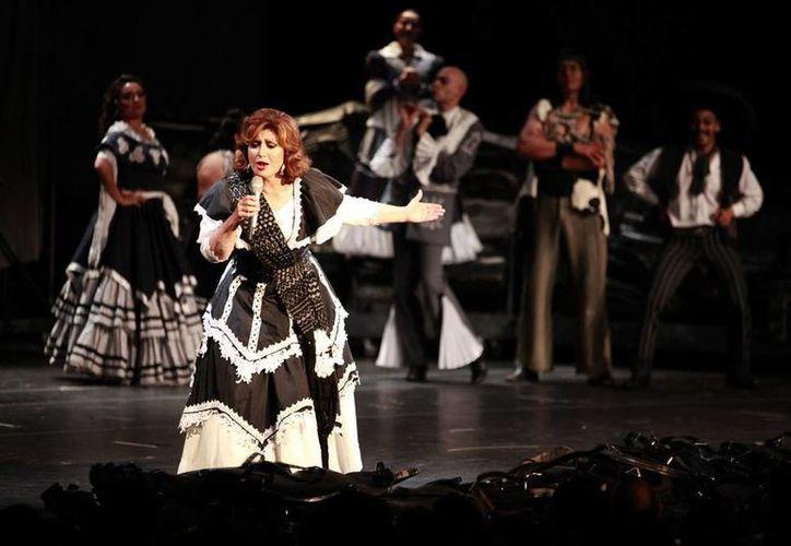 Se presentó el gran musical mexicano ¡Si nos Dejan!, con la participación de Angélica María como la invitada especial, en el Teatro Blanquita. (Notimex)